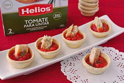 Aperitivo de Navidad: Tartaletas rellenas de tomate y pimiento con bonito