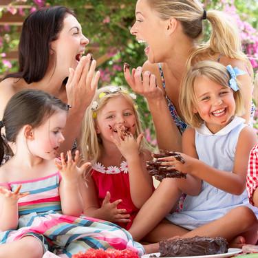 La amistad de la madre con otras madres: cómo tener amigas con hijos nos ayuda a vivir una mejor maternidad