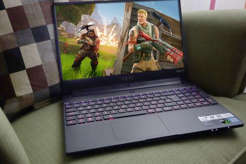 Gigabyte Aero 15, análisis: un portátil a la última que se siente igual de cómodo en la oficina que en una «quedada gaming»