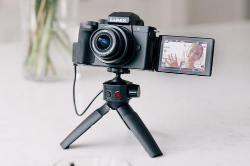 Panasonic Lumix G100: una pequeña evil que promete vídeo 4K, audio de calidad y fácil conectividad para convencer a los vloggers