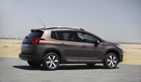 Peugeot 2008 trasera
