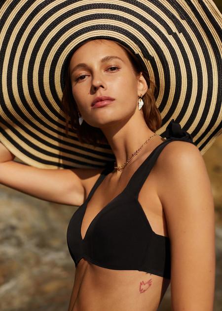 Mango nos enamora con su lookbook de baño 2019. Hay bikinis y bañadores para todos los gustos