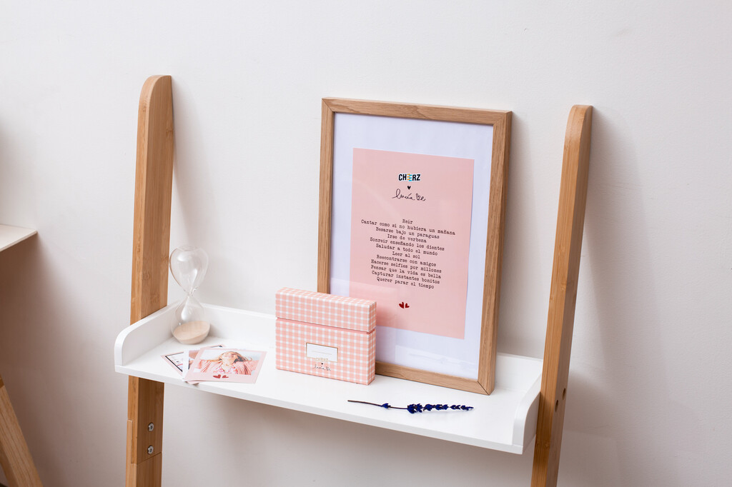 Cheerz lanza, en colaboración con Lucía Be, una edición limitada (y adorable) de su caja de recuerdos