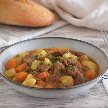 Carne guisada con patatas: receta tradicional reconfortante para mojar pan