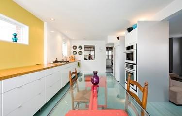 Espacios que inspiran: una antigua cocina renovada y llena de color