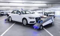 Audi prueba robots para transportar sus coches acabados por la fábricas