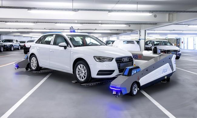 Robots autonomo transporte de coches audi