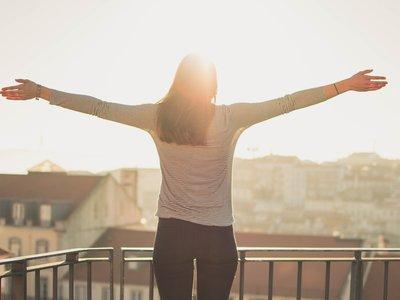 Siete ideas para seguir disfrutando de tu balcón o tu terraza también en otoño