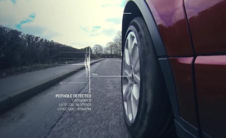 Jaguar Land Rover tiene un sistema para detectar baches y avisar al resto de conductores
