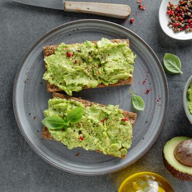 Avocado Toast receta fácil y saludable para un desayuno o un snack de medio día