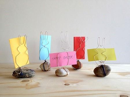 Hazlo tú mismo: soportes para fotos y tarjetas con forma de conejito en Pascua