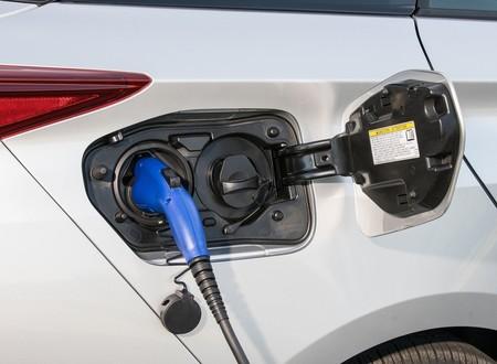Toyota y BYD empezarán a desarrollar vehículos eléctricos en mayo