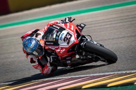 """Marco Melandri vuelve a retirarse tras sufrir mucho con la Ducati Panigale V4 R: """"No es una moto fácil"""""""