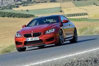 El BMW M6 Coupé firma autógrafos con sus ruedas traseras
