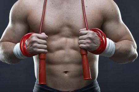 Cinco rutinas Tabata con cuerdas para quemar grasas y trabajar todo el cuerpo en sólo 4 minutos