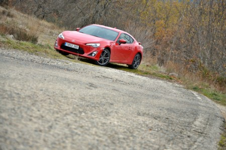 Toyota GT86, probamos un verdadero deportivo: un motor que ruge en carretera y en circuito