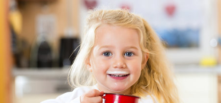 Nacer por cesárea podría duplicar el riesgo de alergia a la proteína de la leche de vaca