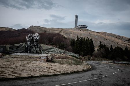 Monumento De Lejos Dos