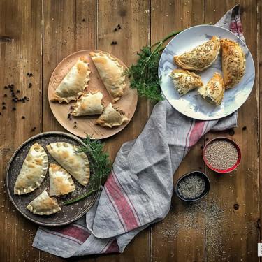 Consejos y secretos para hacer empanadillas del mundo con las obleas de siempre: calzone de Italia, boreka de Oriente Medio y criolla de Argentina (con vídeo incluido)