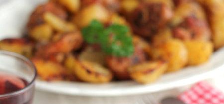 Pollo marinado en adobo casero asado en el horno. Receta económica para la cuesta de enero