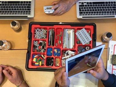 Legos, Swift y mucho trabajo en grupo: así es un taller Everyone can Code de Apple por dentro