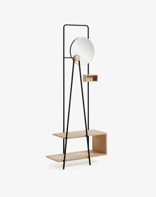 Perchero con espejo redondo, con estructura de metal negro y estanterias de DM chapado en roble. Medidas de 191 x 76 x 36 cm.