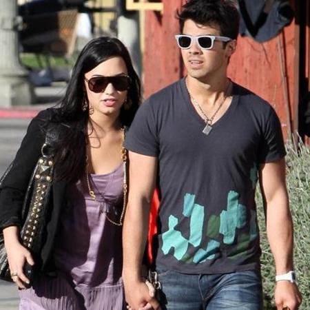Joe Jonas y Demi Lovato hablan abiertamente de su relación amorosa