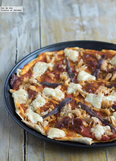 Pizza de bonito y anchoas