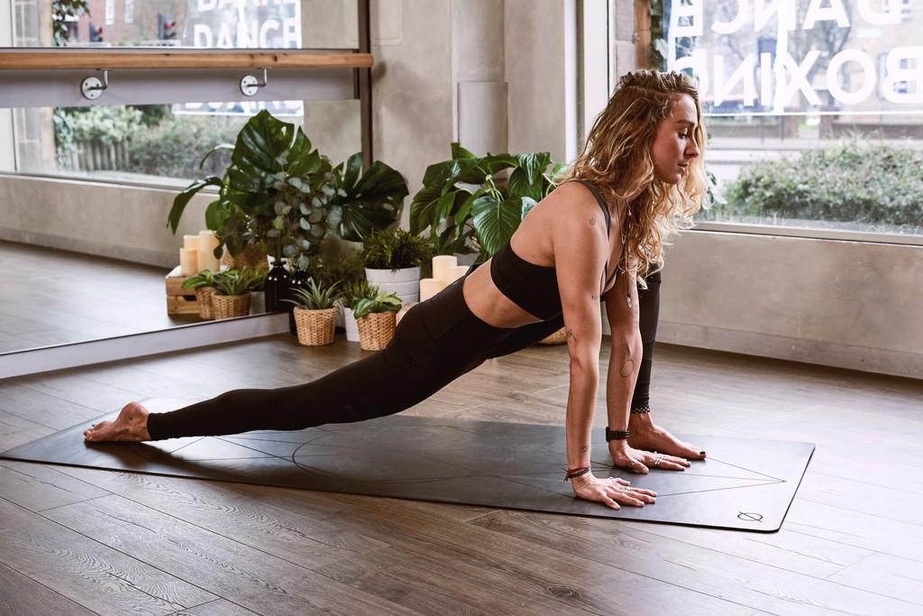 La práctica de Yoga Iyengar reduce síntomas de depresión y ansiedad, según el último estudio