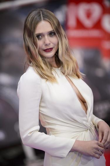 Elizabeth Olsen ¡simplemente perfecta! en la premiere de Londres de 'Capitán América: Civil War'