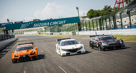 Los nuevos coches del Super GT 2014 se presentan en el circuito de Suzuka