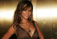 Rihanna se confiesa super-enamorada