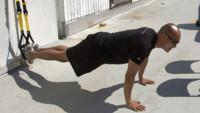 Guía de ejercicios abdominales (XXXVII): Encogimientos abdominales en suspensión con TRX