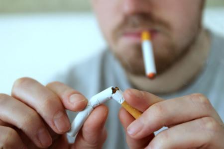 Estudio: los usuarios de cigarrillos electrónicos tienen menos probabilidades de dejar de fumar