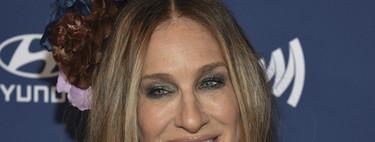 Sarah Jessica Parker luce un look exagerado a lo Carrie Bradshaw en los GLAAD Media Awards