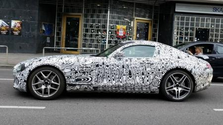 Captan Mercedes-Benz AMG GT rodando por las calles de Stuttgart