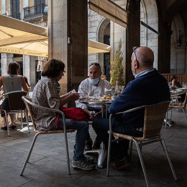 Cuánta gente se puede reunir a comer en un restaurante (y en casa) en cada comunidad autónoma
