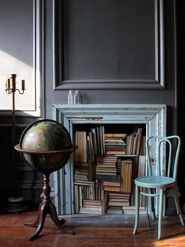 Una mala idea: guardar los libros en la chimenea