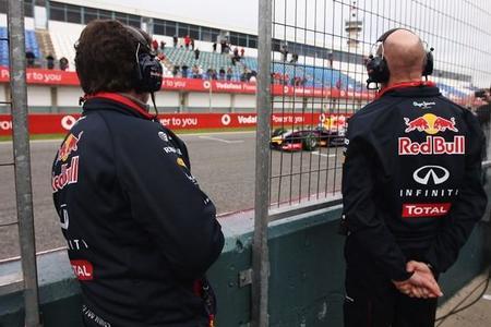 Red Bull sigue con graves problemas y no rueda