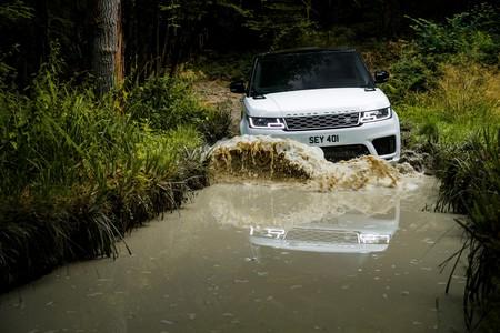 Land Rover actualiza al Range Rover Sport con una nueva versión híbrida y más potencia para la SVR