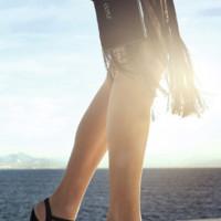 Pies desnudos gracias a las transparencias de tus zapatos