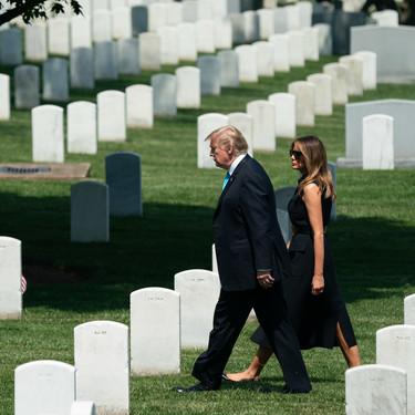 Sobrio, elegante y clásico, así es el último look de Melania Trump en su salida oficial