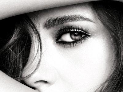 Kristen Stewart presta su mirada a Testino y a la nueva campaña de maquillaje Chanel Eye Collection