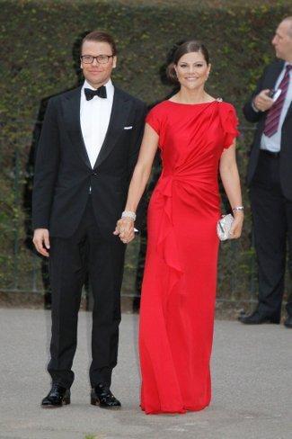 El look de la princesa Victoria de Suecia en la cena de gala de la Boda Real Inglesa