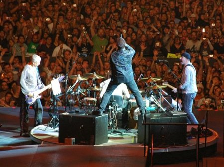 El manager de la banda U2 pide a los ISP que pongan freno a las descargas