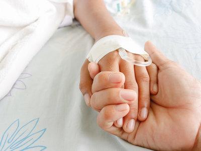 """Logran salvar la vida de un """"niño mariposa"""" al regenerar el 80 por ciento de su piel"""