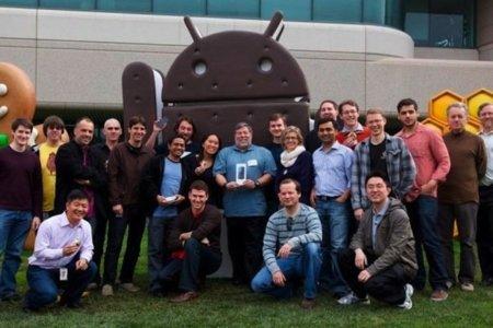 Google le regala a Steve Wozniak un Samsung Galaxy Nexus y el universo parece no destruirse