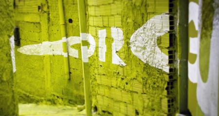 Graffitis flotantes de Boa Mistura
