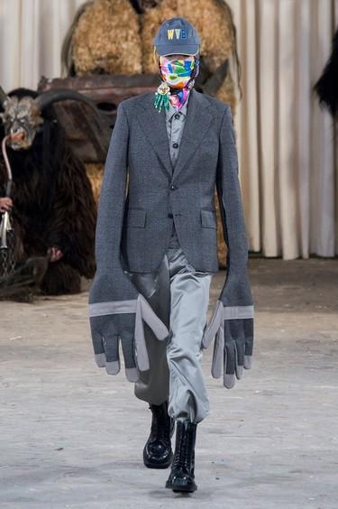 Los 18 looks más absurdos de las Semanas de la Moda