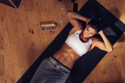 Entrenamiento de abdominales para tus oblicuos: cinco ejercicios para trabajarlos en el gimnasio
